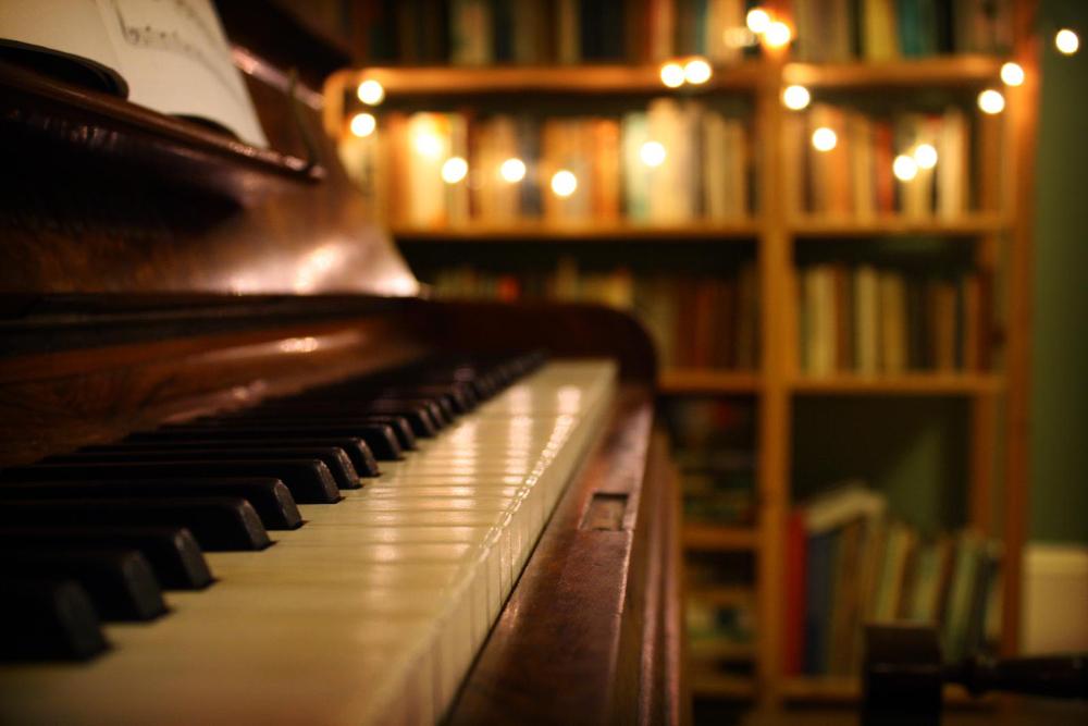 Interior Piano